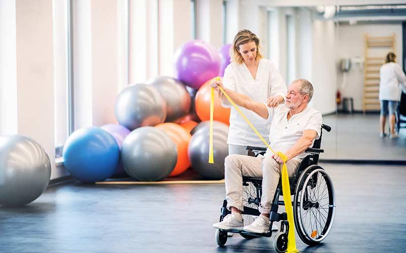 Pflegekräfte-die-sich-um-Patienten-kümmern